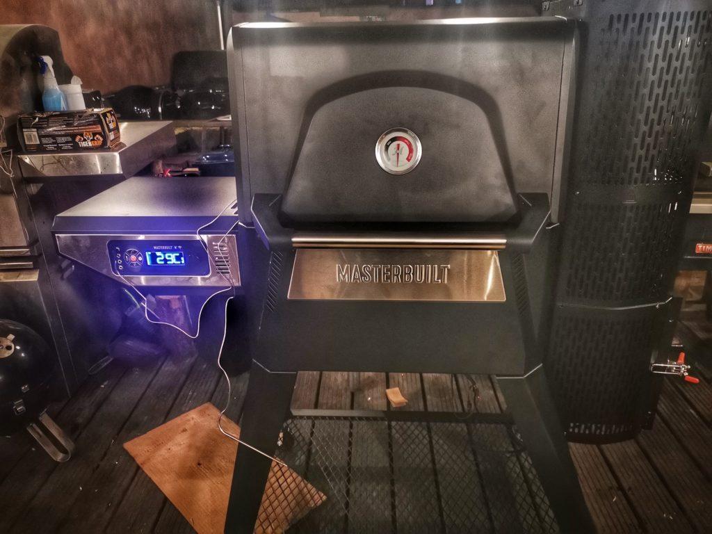 Masterbuilt Gravity Smoker 560